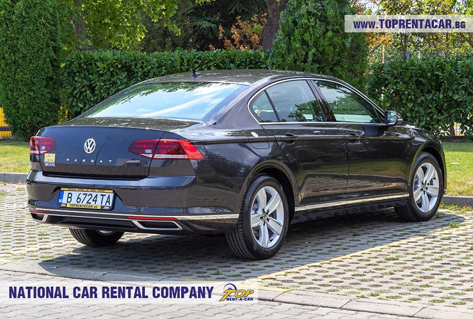 VW Passat 2020 позади
