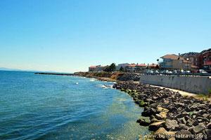 Морской берег Равды