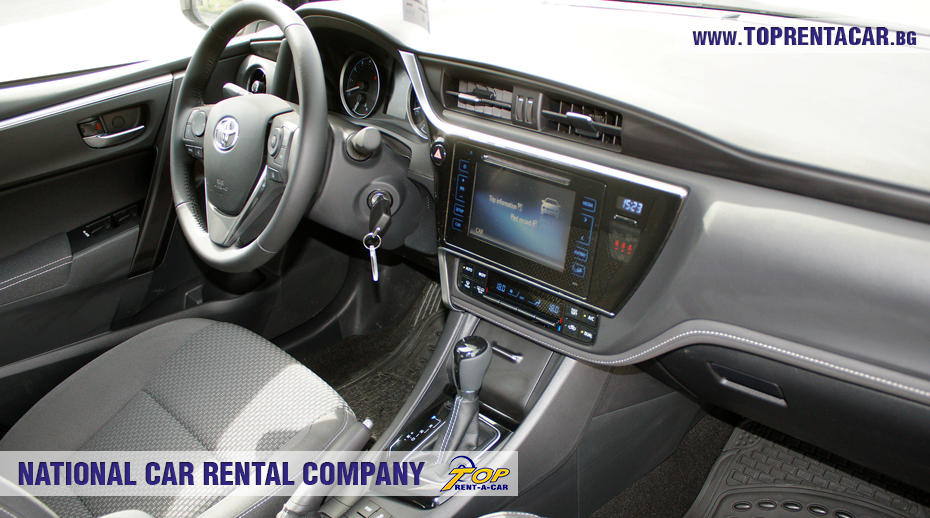 Toyota Corolla 2018 - внутри