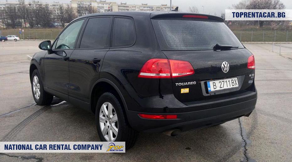 VW Touareg - вид сзади