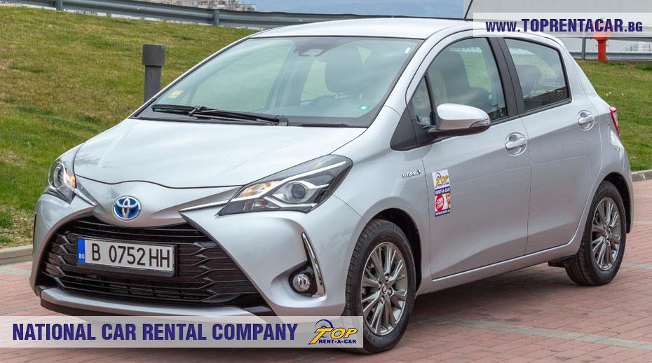 Toyota Yaris Hybrid  - вперед