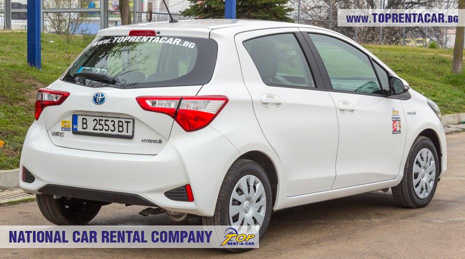 Toyota Yaris Hybrid  - позади