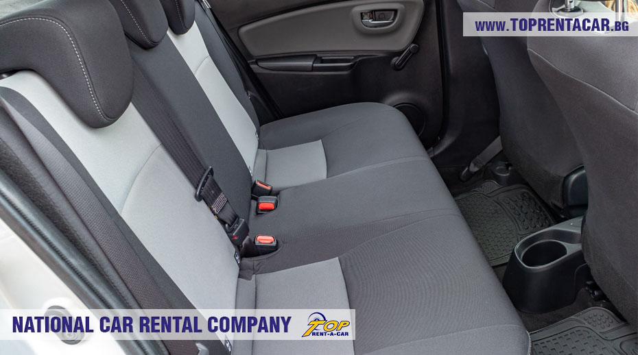 Toyota Yaris Hybrid - задное сиденье