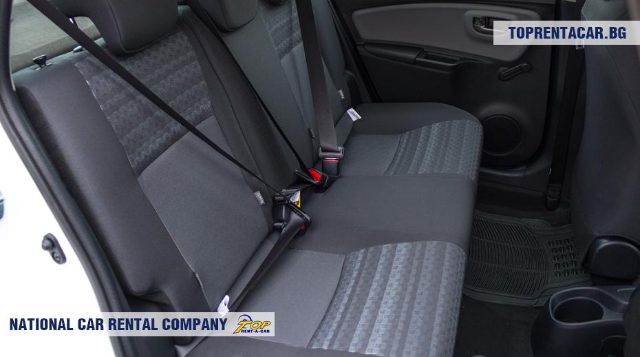 Toyota Yaris - вид заднем сидении