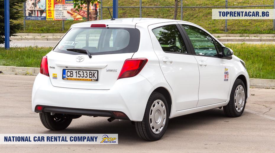 Toyota Yaris - вид сзади