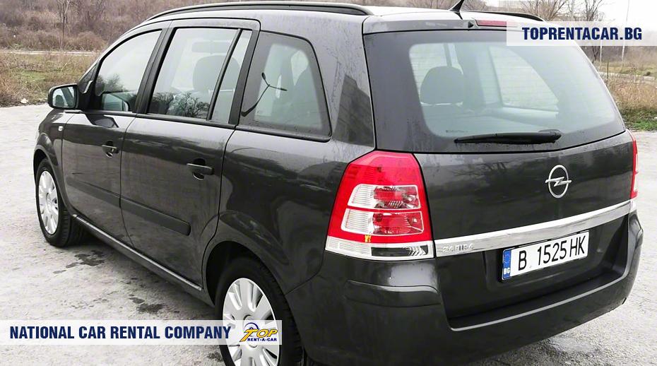 Opel Zafira - вид сзади